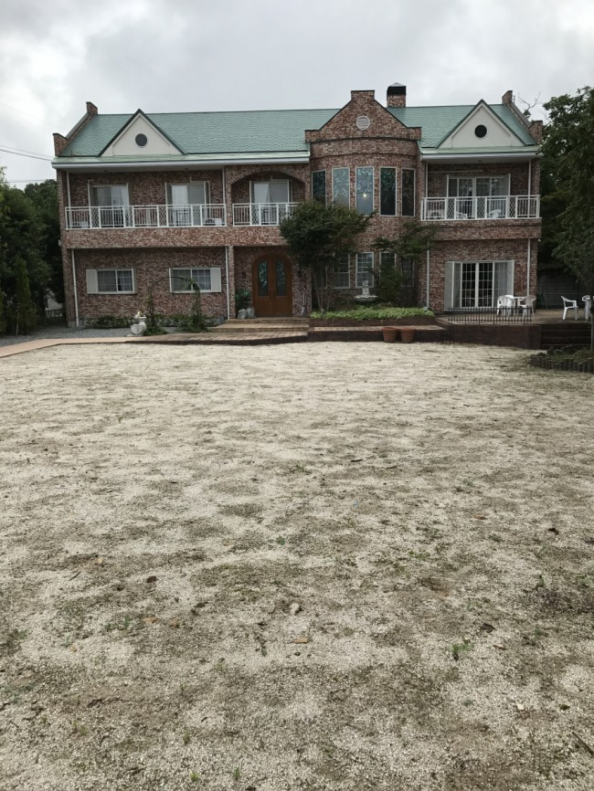 前庭の草がなくなりました。