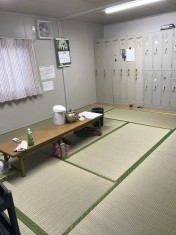 和室の広々とした空間です。新しい畳が新鮮さを醸し出しています。