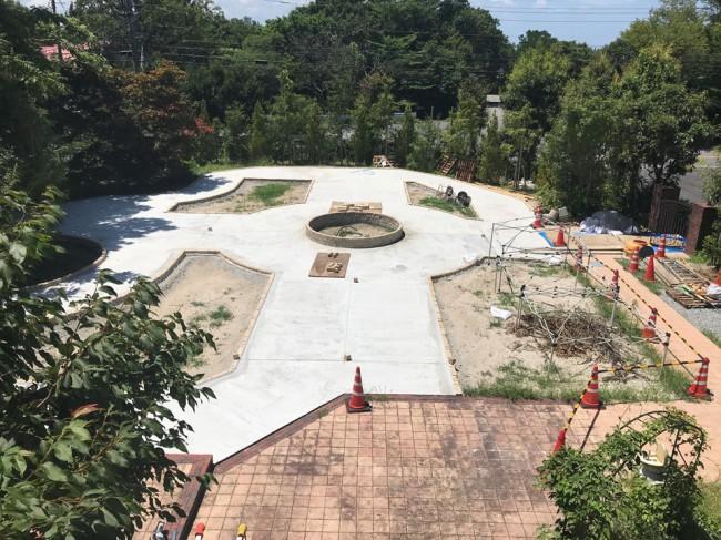 2階から見た前庭の全体像です。白砂の庭が大きく変わっています。