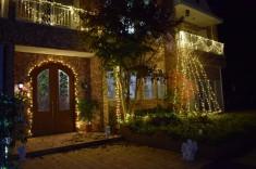 玄関周りもも綺麗に飾り付けられています。